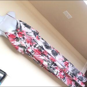 💕Like new! Long floral maxi dress💕